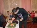 Seniūnas Juozas Karaciejus uždega žvakę